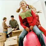 Moving-With-Kids-How-to-Make-the-New-Home-Familiar1